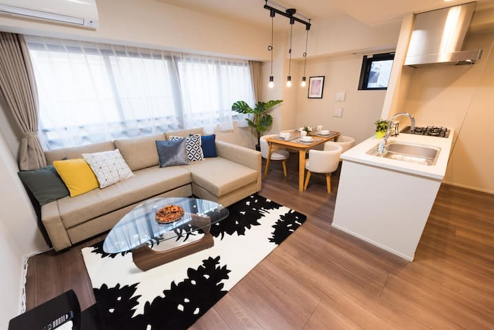 8-min walk from Ginza Station. Modern Hotel rooms!