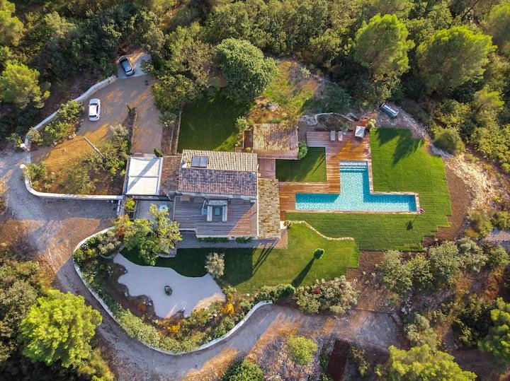 Mas splendide climatisé piscine chauffée Provence
