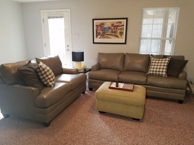 1 Bedroom Apt, Lower Level w/Private Entrance