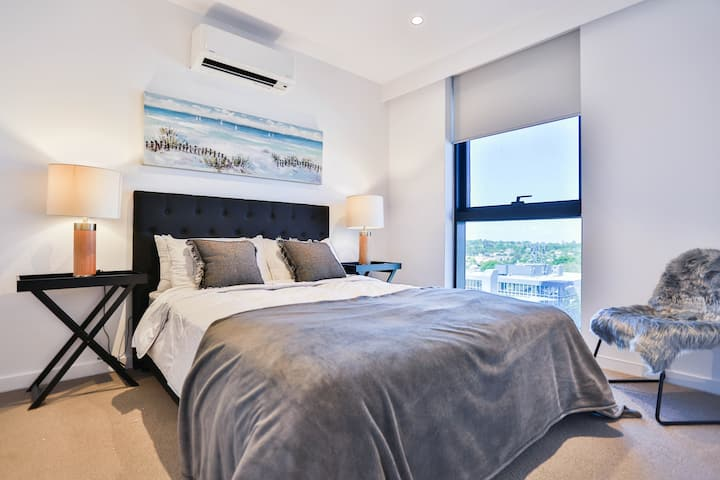 Box Hill Central Sky One 2BR/2BA APT D *Pool&Gym