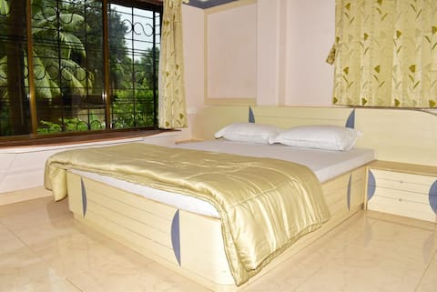 B Sayaji Homestay-Lotus Ac Suite Room With Breakfast