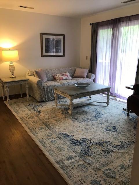 Quaint Retreat-Entire Apartment