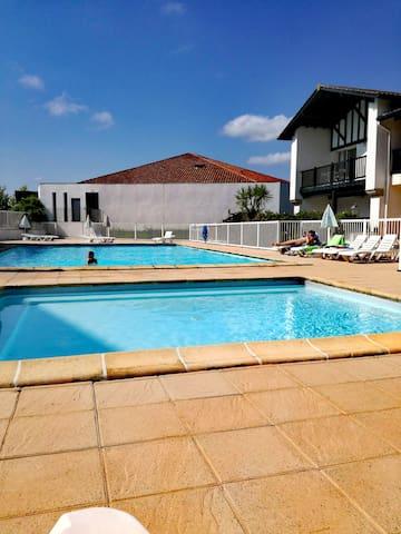 Appart au Pays Basque avec piscine, proche plages