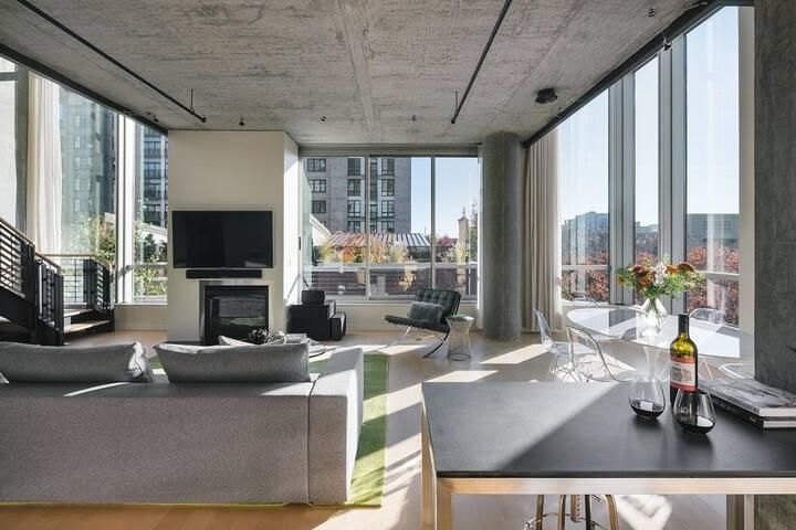 Amazing Corner Unit Penthouse In NW Portland !