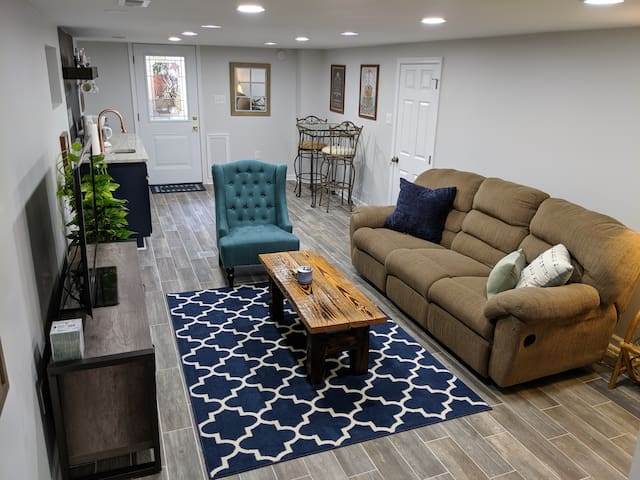 Beautifully Renovated 2 BR Unit in Museum District