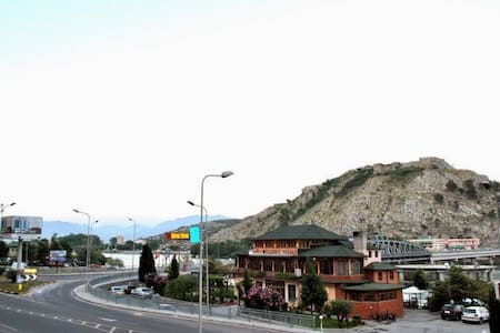 Vellezerit Vataksi - Shkodër - Oda + Kahvaltı