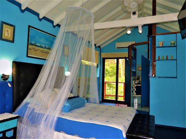 Dormitorio N2. Este dormitorio esta en planta Alta. Tiene una cama de matrimonio. Baño en suite