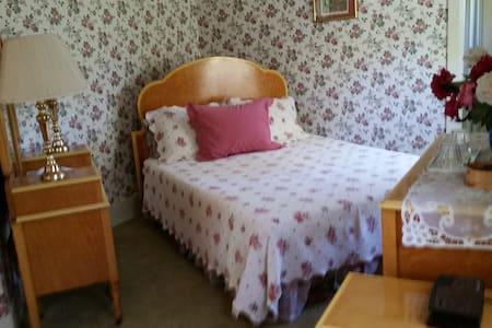 Lake Brook Bed & Breakfast - Kennebunk - Bed & Breakfast