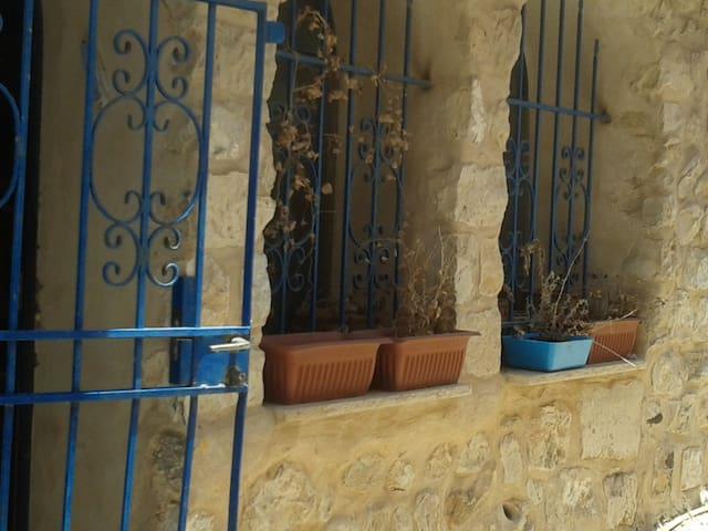 Charming Grotto-like Artist Quarter 2 bedroom apt - Safed - Lejlighed