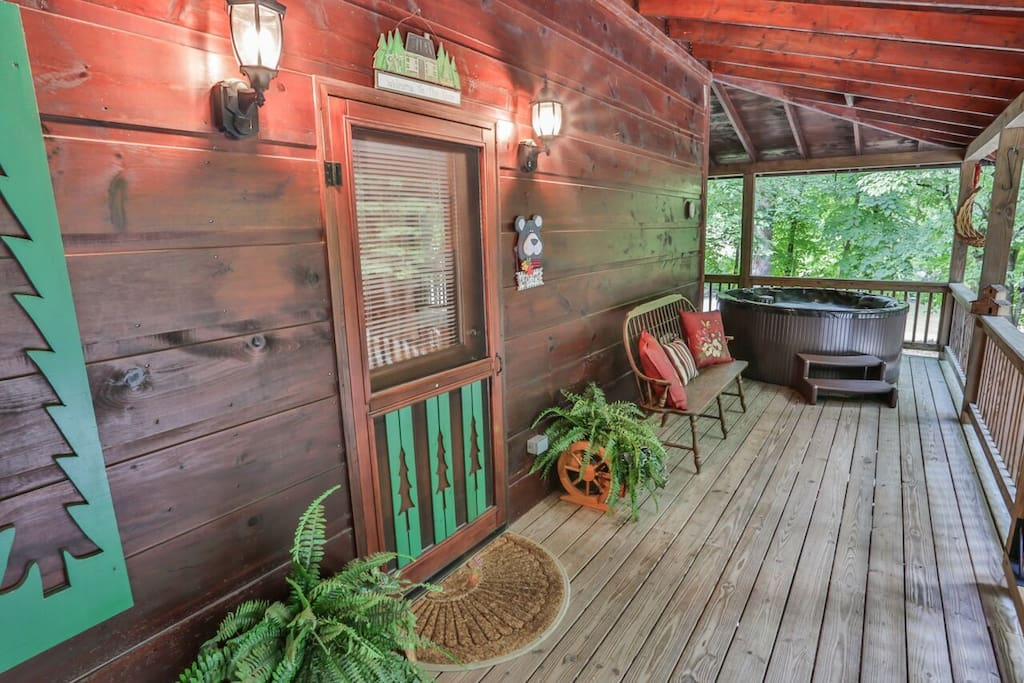 Welcoming front porch to River Bank Retreat