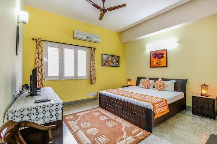Pr. Room in Lajpat Nagar, Delhi - Hub of Shopping