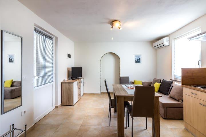2 apartments near great panoramic views of Trget! - Trget - Haus