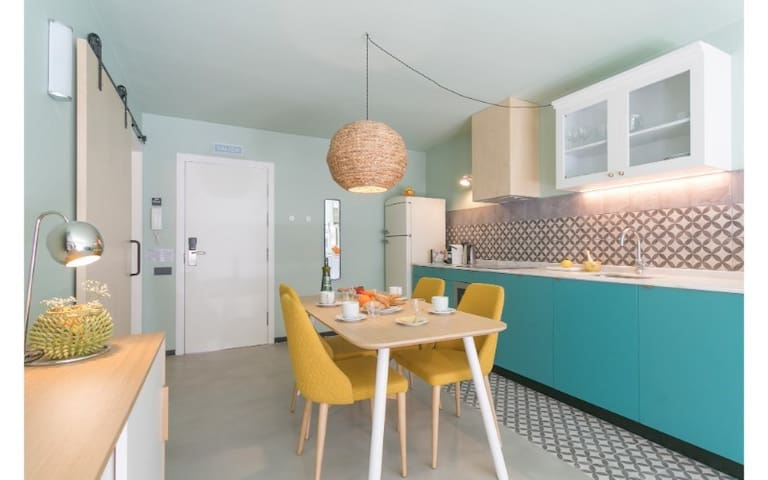 Vibrant cuban-feel one bedroom at Yays Sagrera for minimum of 32+ nights in Barcelona!