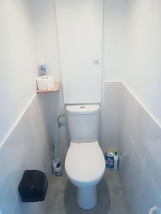 les toilettes commune (éclaration spéciale - nettoyage tous les 2 heures )