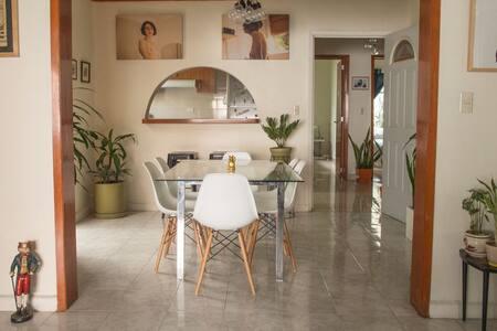 Roma: Big room in a nice house in the best area. - Ciudad de México - House