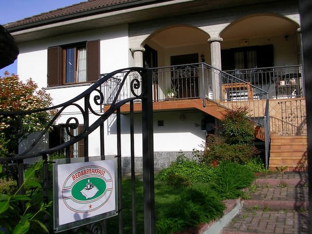 Bed and breakfast in villa - Villaromagnano - Bed & Breakfast