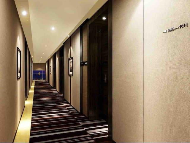 琶洲会展国际展厅就在楼下,高档小区高级配置公寓,拎包入住,地铁公交300米,交通方便