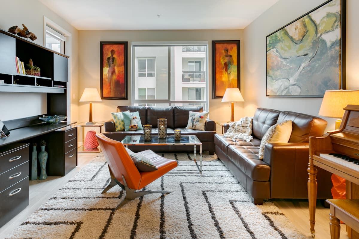 Charming Designer Suite in Resort Building in Los Angeles