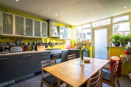 Double room in quiet East London House