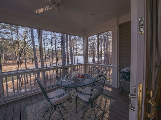 BOOK FOR MASTERS NOW AT PRE MASTERS PRICES! Dock Holidays - Reynolds Lake Oconee Main