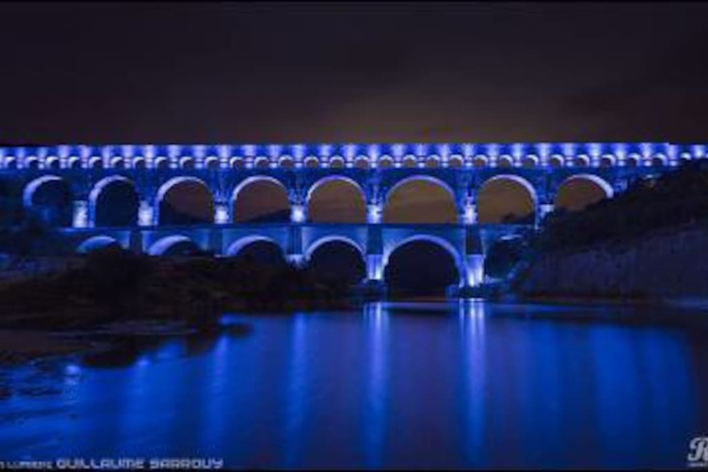 Illumination du pont du Gard la nuit