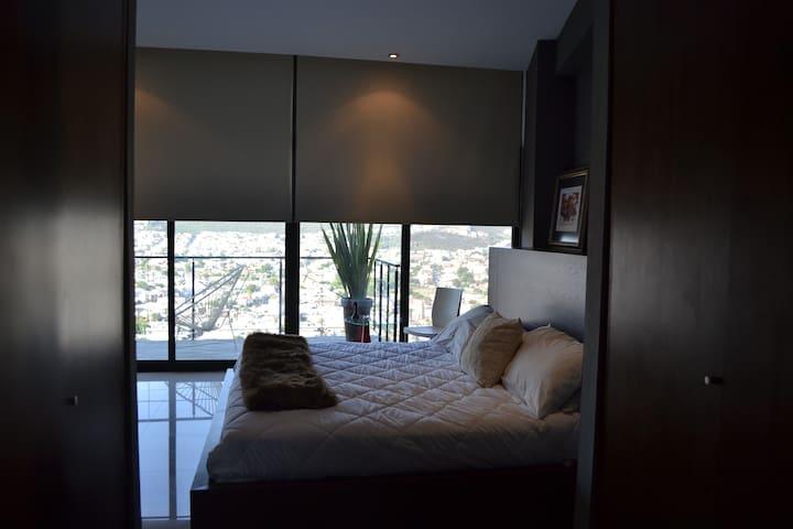 Habitación/baño privado y Terraza, Sn Jerónimo Mty