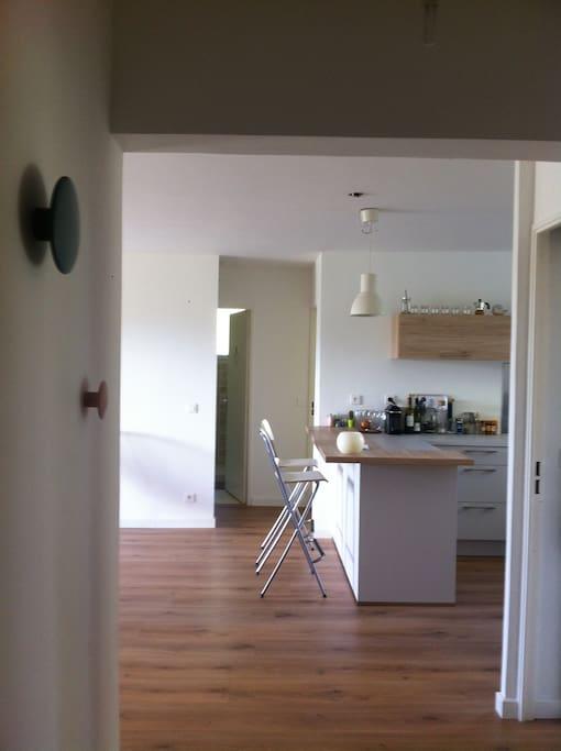 Entrée avec vue sur cuisine