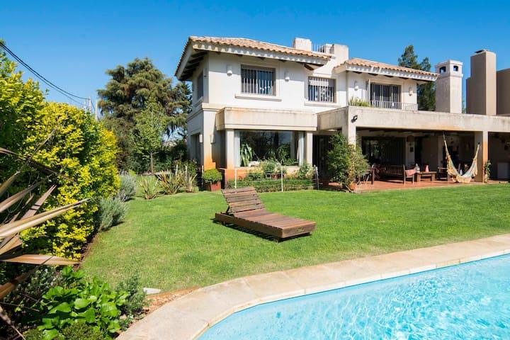 Casa grande con piscina en Parque Miramar