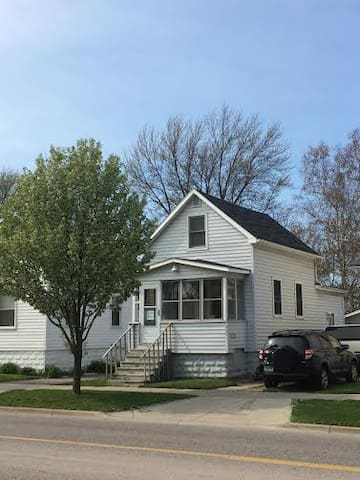 New and remodeled Cozy home in the heart of GH - Grand Haven - Ev