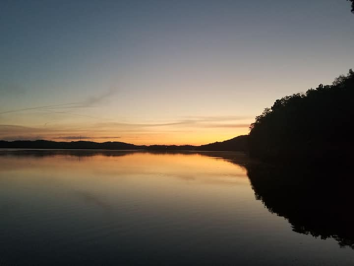 Private Lakefront Getaway on Douglas Lake