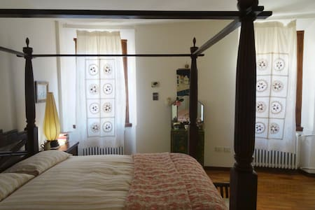 Charming Master Bed with En-Suite Bathroom - Mantova - Leilighet