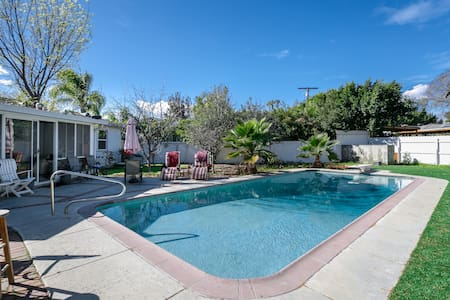 Own Private room shared Bathroom. - Los Angeles - Casa