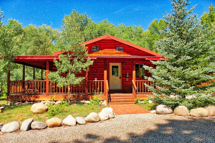Mountain River Cabin on the Arkansas River