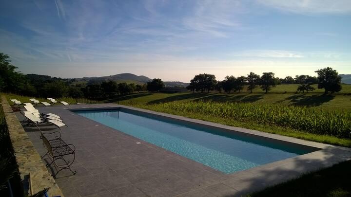 Maison à la campagne, havre de paix, avec piscine
