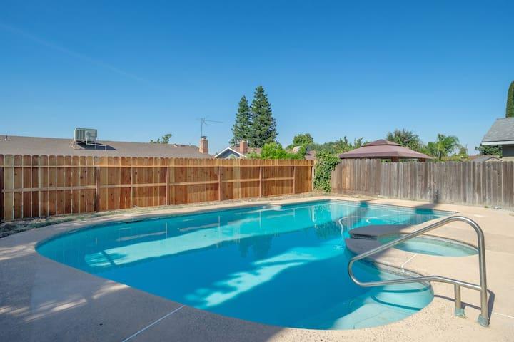 Perfect Summer Retreat in Clovis w. Swimming Pool