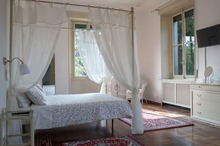 Villa del Cigno - Suite con soggiorno e bagno - Lecco - Villa
