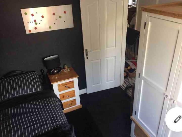 2 single rooms near cc £25 per room per person pn