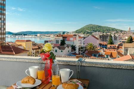 Apartment KOKOLO with sea view - Split