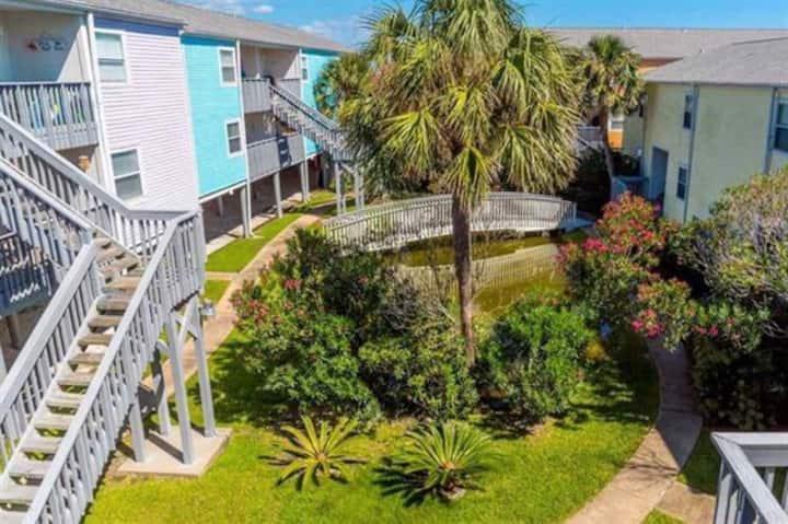 D2 - Spacious 2BR Pensacola Beach Condo by Gulf Life