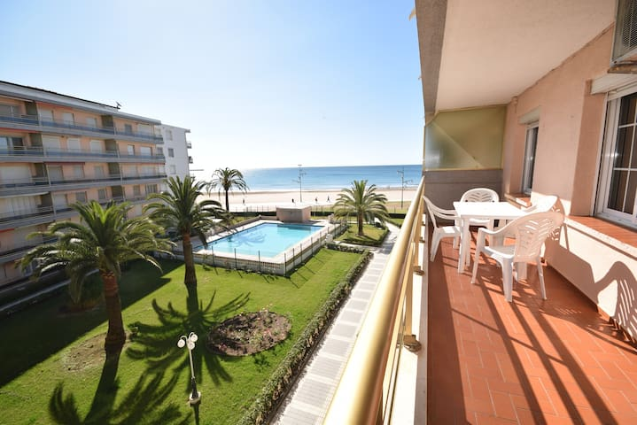 PINEDA I POOL Beachfront and sea views