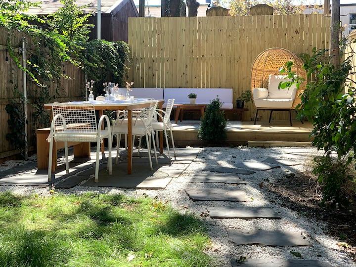 Beautiful Brooklyn Apartment w/ Gorgeous Backyard