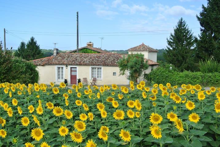 Gite La Fleurette - Brossac - House