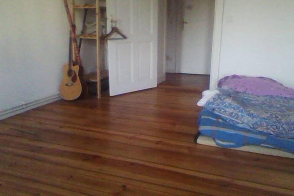 room (w futon bed)