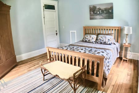 Serene Dryforker Queen Bed in Historic LRCBnB