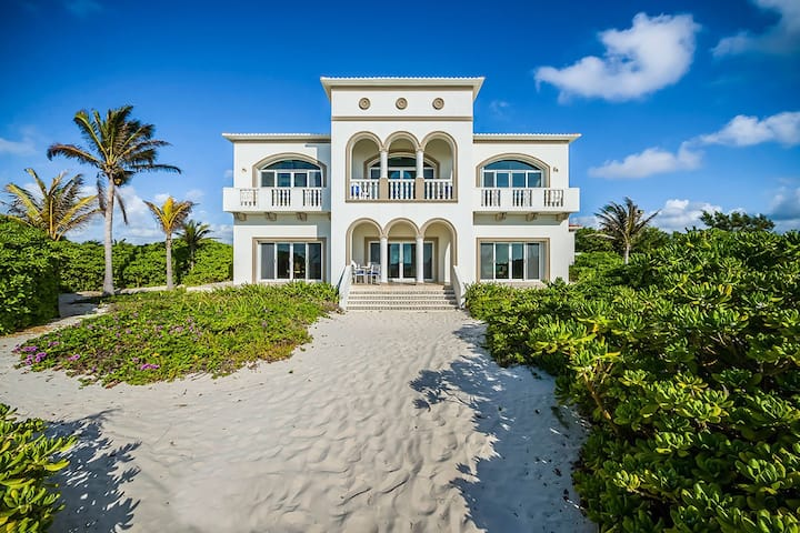 Private Beach Villa with heated Pool
