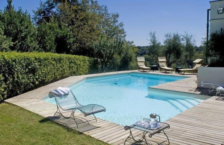 Elegant liberty villa behind Pisan coast, 18 pax - Crespina - วิลล่า