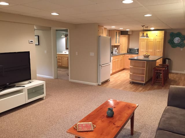 Spacious Garden Level Apt. Close to URI/Beaches