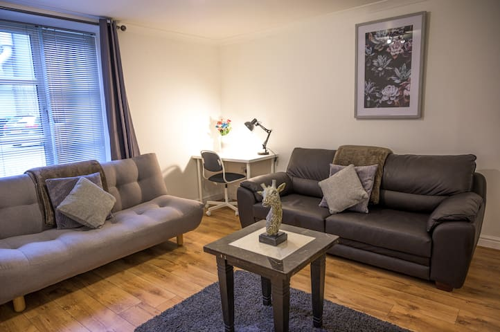 Stylish & Central Apt in Leeds City - sleeps 5