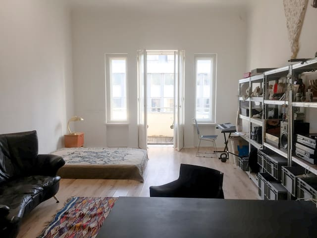 A big room apartment in central location but quiet - Berlin