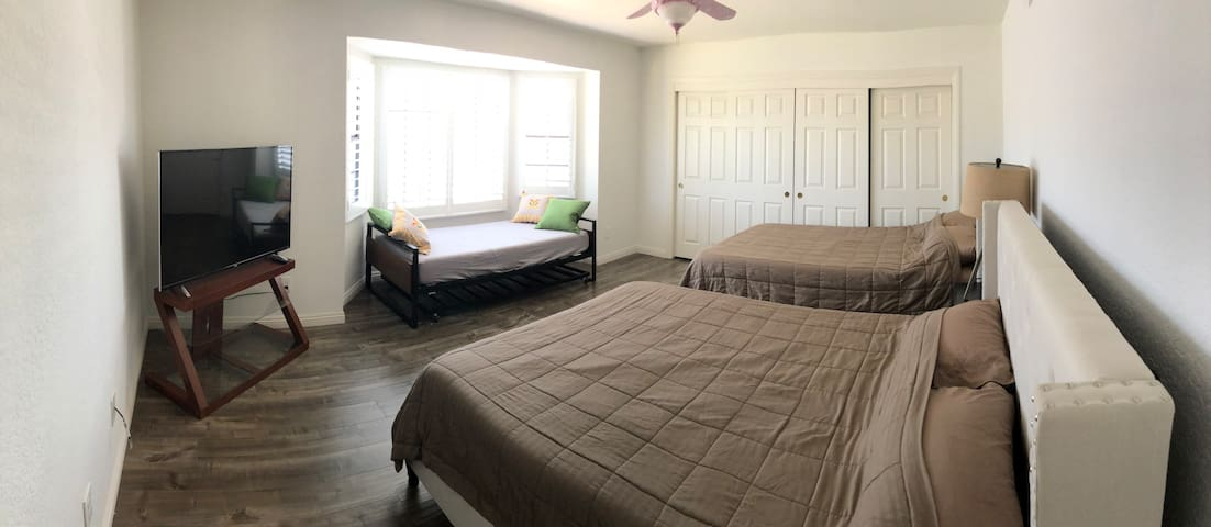 Spacious Master Bedroom Suite w/ Fridge/Microwave